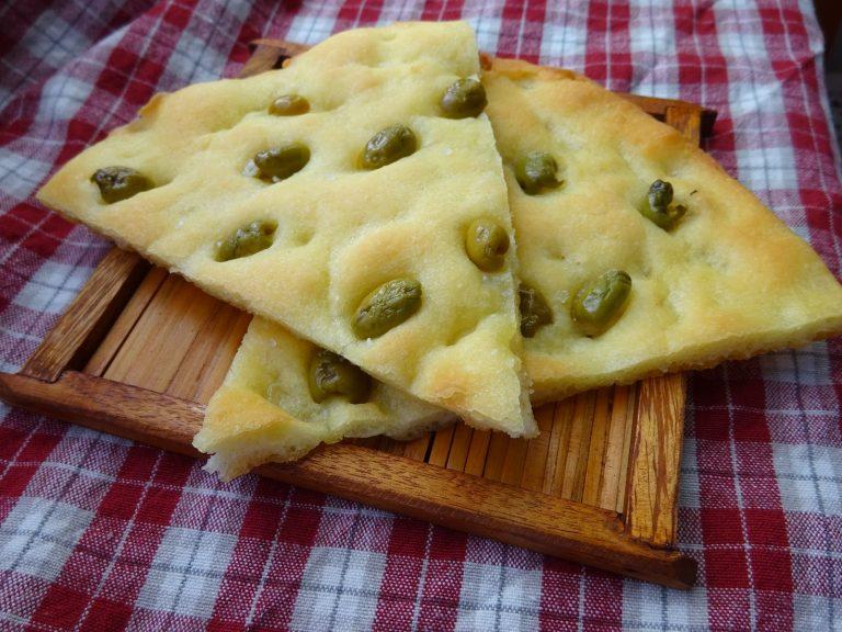 Focaccia alle olive senza glutine e lattosio